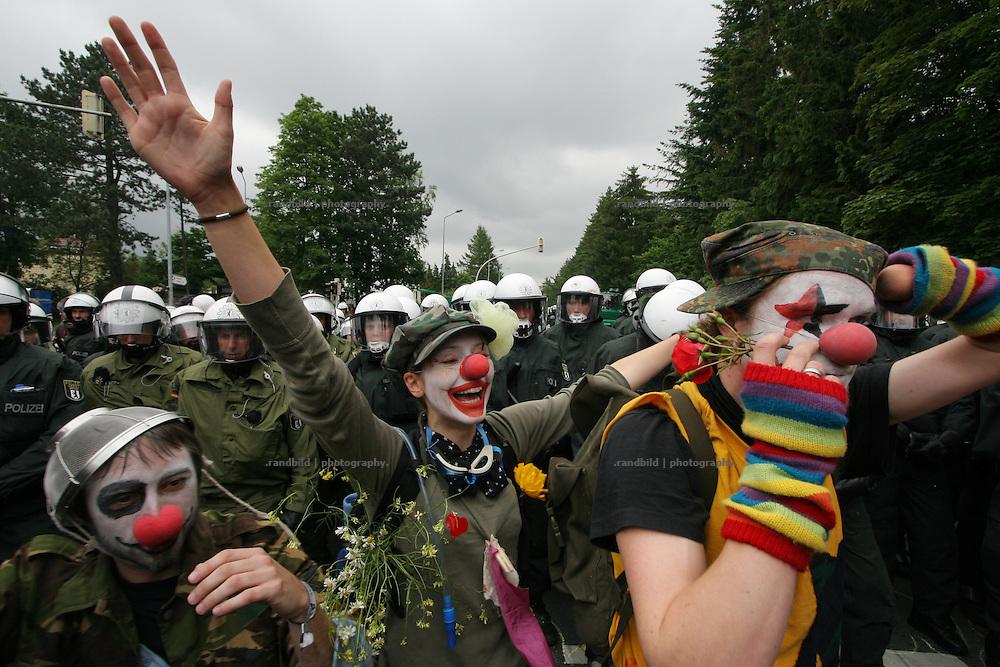 Mehrere tausend Globalisierungsgegner demonstrierten in Rostock bei verschiedenen Aktionen gegen den diese Woche stattfindenden G8-Gipfel in Heiligendamm. Serveral thousands Anti-Globalisation protesters demonstrate in Rostock against the G8 Summit in Heiligendamm.
