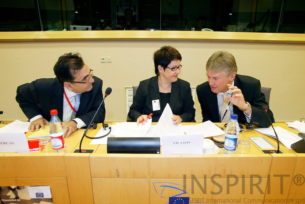 BRUSSELS - BELGIUM - 17 OCTOBER 2006 -- Conference:  Working time and work-life balance:.A policy dilemma?  --  From left Alejandro CERCAS, MEP, Tarja FILATOV, Finnish Minister of Labour and Jorma KARPPINEN, Director, European Foundation for the improvement of living and working conditions (EUROFOUND).   PHOTO: ERIK LUNTANG /