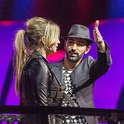 NLD/Aalsmeer/20151120 - 1e show Mindmasters Live 2015, Monique Smit overwint haar hoogtevrees door hypnose