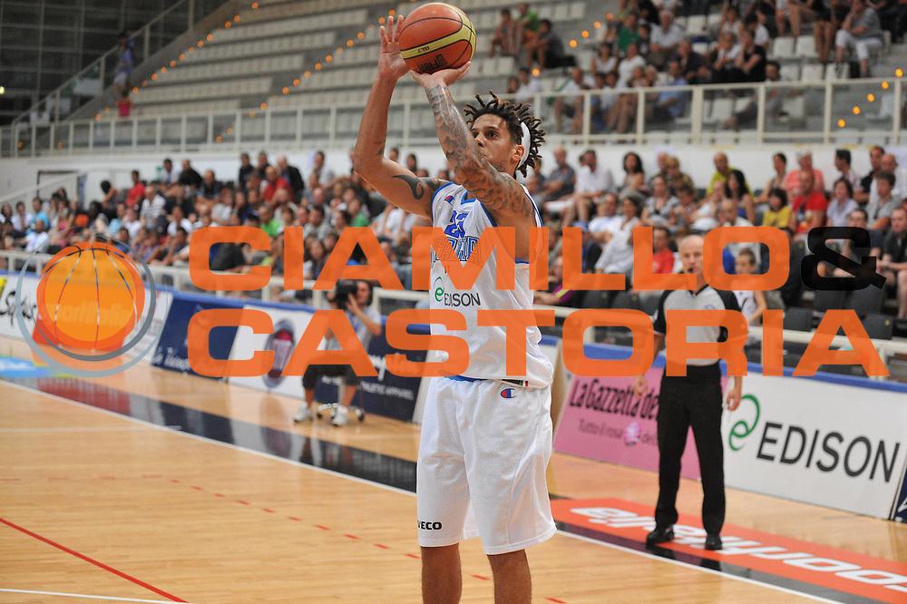 DESCRIZIONE : Trento Primo Trentino Basket Cup Italia Montenegro<br /> GIOCATORE : daniel hackett<br /> CATEGORIA : tiro<br /> SQUADRA : Nazionale Italia Maschile<br /> EVENTO :  Trento Primo Trentino Basket Cup<br /> GARA :Italia Montenegro<br /> DATA : 27/07/2012<br /> SPORT : Pallacanestro<br /> AUTORE : Agenzia Ciamillo-Castoria/M.Gregolin<br /> Galleria : FIP Nazionali 2012<br /> Fotonotizia : Trento Primo Trentino Basket Cup Italia Montenegro<br /> Predefinita :