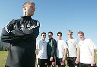 Fotball, La Manga, Spania. 25. februar 2002. Arne Sandstø, trener for Odd Grenland med U-landslags-spillerne  Armin Sistek, Jan Tore Andersen, Jan Gunnar Solli, Espen Hoff og Martin Wiig i bakgrunn.