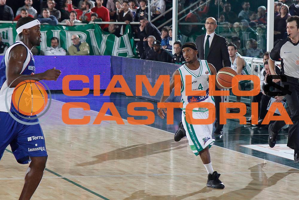 DESCRIZIONE : Avellino Lega A 2011-12 Sidigas Avellino Bennet Cantu<br /> GIOCATORE : Marques Green<br /> SQUADRA : Sidigas Avellino<br /> EVENTO : Campionato Lega A 2011-2012<br /> GARA : Sidigas Avellino Bennet Cantu<br /> DATA : 04/03/2012<br /> CATEGORIA : palleggio<br /> SPORT : Pallacanestro<br /> AUTORE : Agenzia Ciamillo-Castoria/A.De Lise<br /> Galleria : Lega Basket A 2011-2012<br /> Fotonotizia : Avellino Lega A 2011-12 Sidigas Avellino Bennet Cantu<br /> Predefinita :