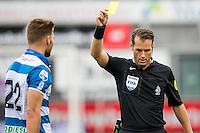 ZWOLLE - 18-09-2016, PEC Zwolle - AZ, MAC3park Stadion, 0-2, scheidsrechter Danny Makkelie geeft de gele kaart aan PEC Zwolle speler Bart Schenkeveld.