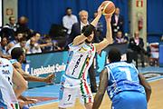 DESCRIZIONE : Final Eight Coppa Italia 2015 Desio Quarti di Finale Banco di Sardegna Sassari vs Vagoli Basket Cremona<br /> GIOCATORE : Vitali Luca<br /> CATEGORIA :Passaggio  precario<br /> SQUADRA : <br /> EVENTO : Final Eight Coppa Italia 2015 Desio <br /> GARA : Banco di Sardegna Sassari vs Vagoli Basket Cremona<br /> DATA : 20/02/2015 <br /> SPORT : Pallacanestro <br /> AUTORE : Agenzia Ciamillo-Castoria/I.Mancini
