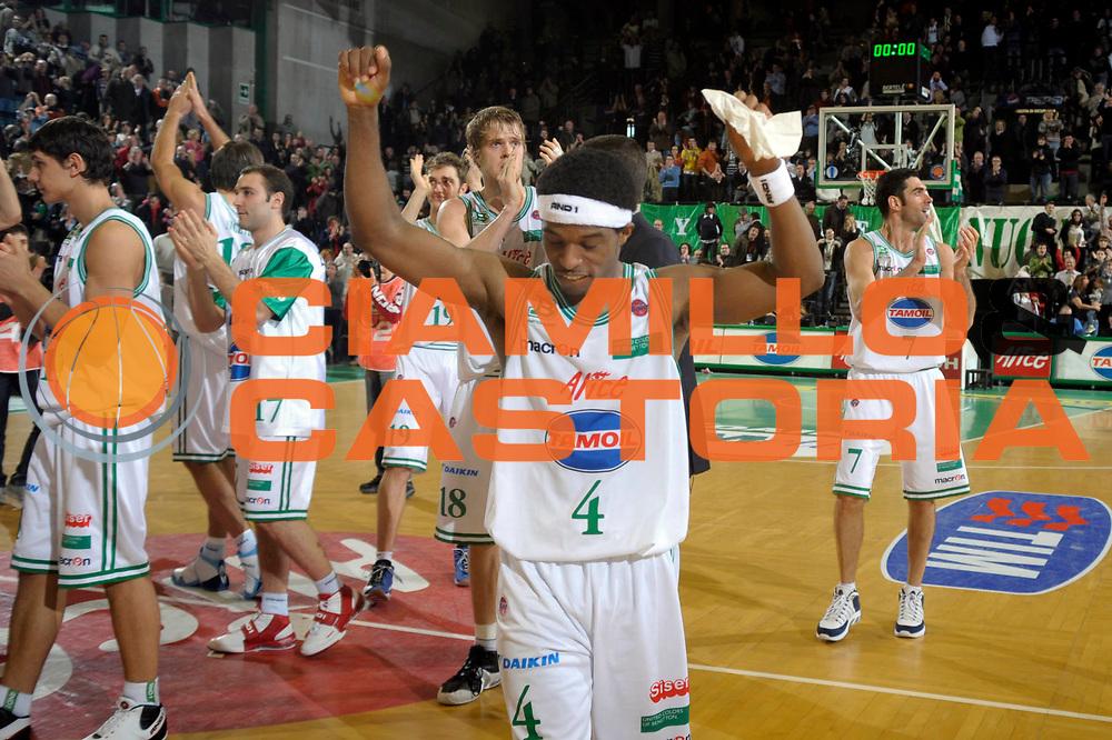 DESCRIZIONE : Treviso Lega A1 2008-09 Benetton Treviso Armani Jeans Milano<br /> GIOCATORE :  Bobby Dixon <br /> SQUADRA : Benetton Treviso<br /> EVENTO : Campionato Lega A1 2008-2009 <br /> GARA : Benetton Treviso Armani Jeans Milano <br /> DATA : 28/12/2008 <br /> CATEGORIA : Esultanza<br /> SPORT : Pallacanestro <br /> AUTORE : Agenzia Ciamillo-Castoria/M.Gregolin