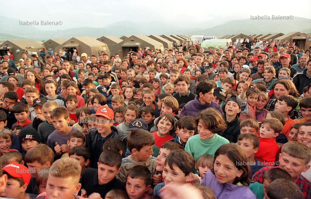 Kukes, Albania, marzo 1999-Il campo italiano della missione arcobaleno per profughi kosovari. May 1999, Albania, Kukes, refugees at the Kosovo border during the Nato war against Serbia. Italian camp of Arcobaleno Mission.