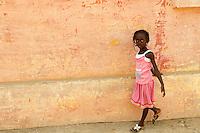 Senegal, ile de Goree, Patrimoine Unesco, Gorée a été du XVe au XIXe siècle le plus grand centre de commerce d'esclaves de la côte africaine, L'île de Gorée reste encore aujourd'hui un symbole de l'exploitation humaine et un sanctuaire pour la réconciliation.// Senegal, The island of Goree was a traditional slaving and trading port, by the colonial powers of Europe. It is a small town of historic houses, with a fort and a protected harbour for trading. Unesco World Heritage.