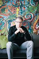 """Der Investor Frank Thelen, in den Räumlichkeiten des Start-Ups """"Neufund, in Berlin-Kreuzberg.  Thelen hält Anteile an dem Unternehmen."""