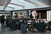 """""""Dix mots en scène"""", activité organisée à l'occasion de la 21e Francofête par l'Office Québécois de la Langue Française, animée par la ligue d'improvisation de montréalaise et présentation de l'Arbre de la Francophonie, réalisé par l'artiste Christophe Lemière pour le 40e anniversaire de la Charte de la langue française. À l'espace culturel Georges-Émile-Lapalme de la Place des Arts de Montréal. / Québec / Canada / 2017-03-15, Photo © Marc Gibert / adecom.ca"""