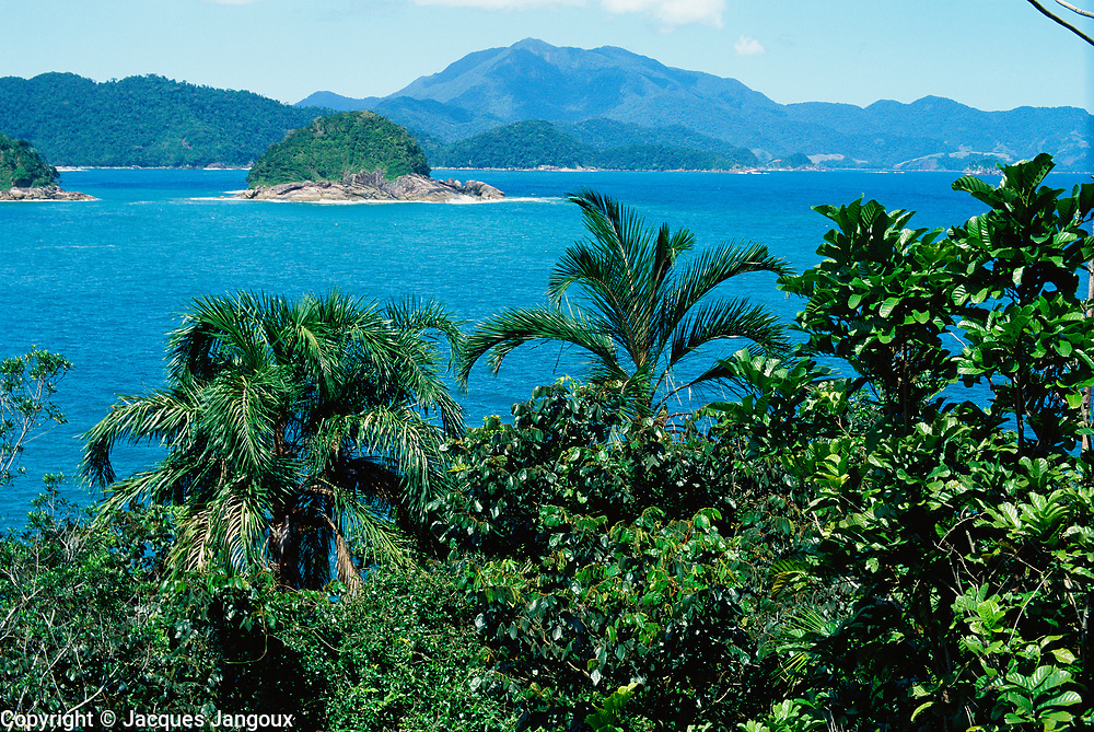 Brazil, Rio de Janeiro State, inlet at coast near Parati.