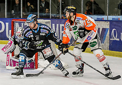 30.01.2015, Eisstadion Liebenau, Graz, AUT, EBEL, Moser Medical Graz 99ers vs EHC LIWEST Linz, 43. Runde, im Bild Michael Ouzas (EHC LIWEST Linz), Curtis Murphy (EHC LIWEST Linz) und Kevin Moderer (Moser Medical Graz 99ers) // Michael Ouzas (EHC LIWEST Linz), Curtis Murphy (EHC LIWEST Linz) and Kevin Moderer (Moser Medical Graz 99ers) during the Erste Bank Icehockey League 43rd Round match between Moser Medical Graz 99ers and EHC Liwest Linz at the Ice Stadium Liebenau, Graz, Austria on 2015/01/30, EXPA Pictures © 2015, PhotoCredit: EXPA/ Erwin Scheriau