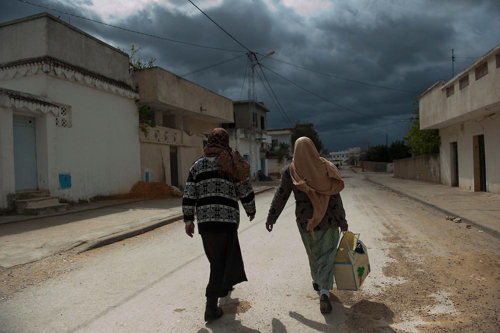 Sejenane is an example of a Tunisian town that is in the grip of violent Salafis who rule here since April 2011.<br /> <br /> Sejenane est sous l'emprise des  Salafistes violents qui y font la loi et y ont installé un régime de terreur depuis avril 2011