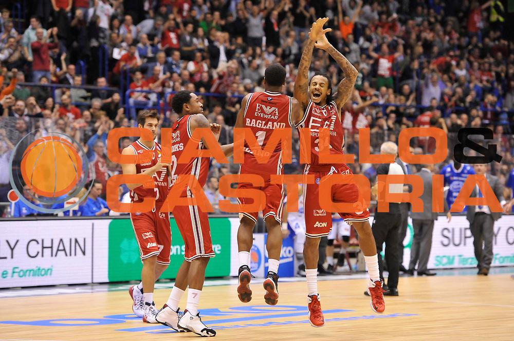 DESCRIZIONE : Campionato 2014/15 Olimpia EA7 Emporio Armani Milano - Acqua Vitasnella Cantu'<br /> GIOCATORE : Joe Ragland David Moss MarShon Brooks<br /> CATEGORIA : Esultanza<br /> SQUADRA : Olimpia EA7 Emporio Armani Milano<br /> EVENTO : LegaBasket Serie A Beko 2014/2015<br /> GARA : Olimpia EA7 Emporio Armani Milano - Acqua Vitasnella Cantu'<br /> DATA : 16/11/2014<br /> SPORT : Pallacanestro <br /> AUTORE : Agenzia Ciamillo-Castoria / Luigi Canu<br /> Galleria : LegaBasket Serie A Beko 2014/2015<br /> Fotonotizia : Campionato 2014/15 Olimpia EA7 Emporio Armani Milano - Acqua Vitasnella Cantu'<br /> Predefinita :