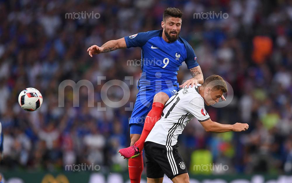 FUSSBALL EURO 2016 HALBFINALE IN MARSEILLE  Deutschland - Frankreich                 07.07.2016 Olivier Giroud (li, Frankreich) gegen Joshua Kimmich (re, Deutschland)