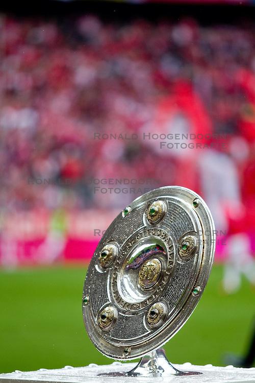 11-05-2012 VOETBAL: FC BAYERN MUNCHEN - FC AUGSBURG: MUNCHEN<br /> Bayern Munchen kampioen van Duitsland seizoen 2012-2013 - die Meisterschale, kampioenschaal<br /> ***NETHERLANDS ONLY***<br /> &copy;2012-FotoHoogendoorn.nl