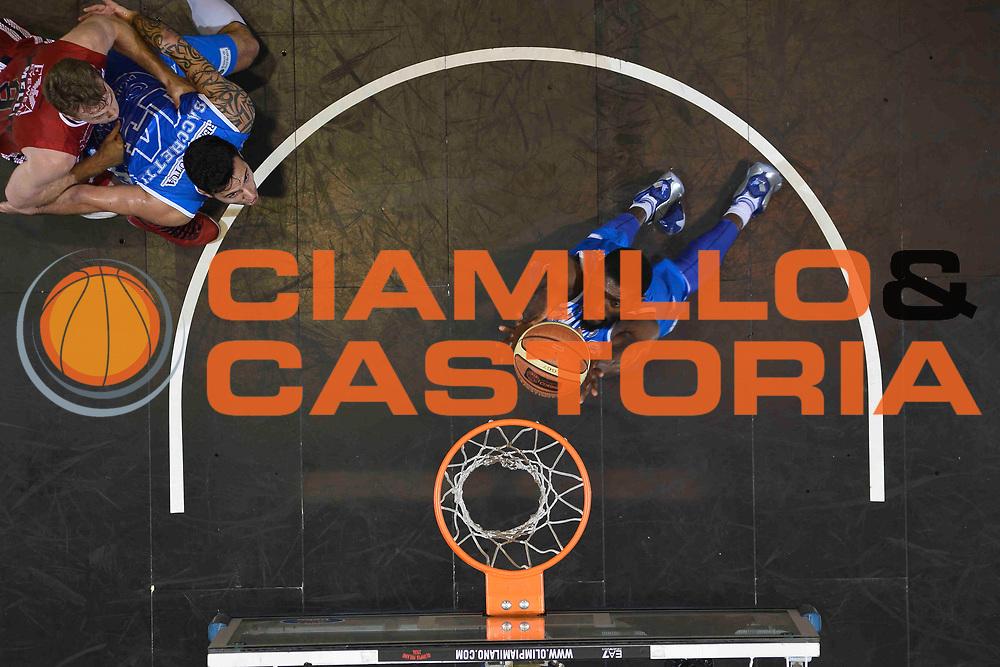 DESCRIZIONE :  Lega A 2014-15  EA7 Milano -Banco di Sardegna Sassari playoff Semifinale gara 7<br /> GIOCATORE : Lawal Shane<br /> CATEGORIA: Low Rimbalzo Special<br /> SQUADRA : Banco di Sardegna Sassari<br /> EVENTO : PlayOff Semifinale gara 7<br /> GARA : EA7 Milano - Banco di Sardegna Sassari PlayOff Semifinale Gara 7<br /> DATA : 10/06/2015 <br /> SPORT : Pallacanestro <br /> AUTORE : Agenzia Ciamillo-Castoria/Richard Morgano<br /> Galleria : Lega Basket A 2014-2015 Fotonotizia : Milano Lega A 2014-15  EA7 Milano - Banco di Sardegna Sassari playoff Semifinale  gara 7<br /> Predefinita :