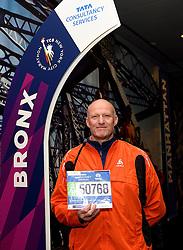 30-10-2015 USA: NYC Marathon We Run 2 Change Diabetes day 2, New York<br /> Na Expo met de groep op de fiets NY verkennen / Expo hal, inschrijving, Tjebbe