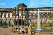Zwinger mit Sempergalerie, Dresden, Sachsen, Deutschland.|.Zwinger and Semper gallery, Dresden, Germany