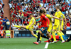 MADRID, June 11, 2019  Sweden's Robin Quaison (1st L) shoots during the UEFA Euro 2020 group F qualifying football match between Spain and Sweden in Madrid, Spain, on June 10, 2019. Spain won 3-0. (Credit Image: © Edward F. Peters/Xinhua via ZUMA Wire)