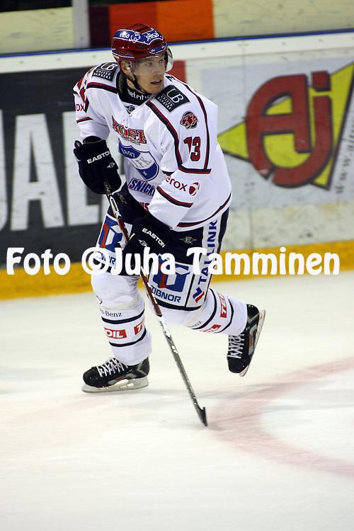 19.09.2009, EURij?nsuon j??halli, Rauma..J??kiekon SM-liiga 2009-10.Lukko - HIFK.Petteri Wirtanen - HIFK.©Juha Tamminen.