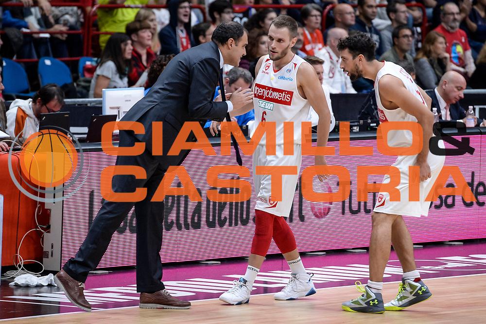 DESCRIZIONE : Milano Lega A 2015-16 Olimpia EA7 Emporio Armani Milano Openjobmetis Varese<br /> GIOCATORE : Paolo Moretti<br /> CATEGORIA : Allenatore Coach<br /> SQUADRA : Openjobmetis Varese<br /> EVENTO : Campionato Lega A 2015-2016<br /> GARA : Olimpia EA7 Emporio Armani Milano Openjobmetis Varese<br /> DATA : 11/10/2015<br /> SPORT : Pallacanestro<br /> AUTORE : Agenzia Ciamillo-Castoria/M.Ozbot<br /> Galleria : Lega Basket A 2015-2016 <br /> Fotonotizia: Milano Lega A 2015-16 Olimpia EA7 Emporio Armani Milano Openjobmetis Varese