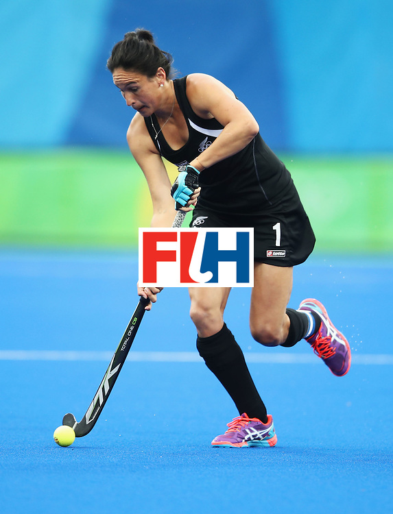 RIO DE JANEIRO, BRAZIL - AUGUST 10:  Kayla Whitelock of New Zealand dribbles the ball during the Women's Pool A Match between Spain and New Zealand on Day 5 of the Rio 2016 Olympic Games at the Olympic Hockey Centre on August 10, 2016 in Rio de Janeiro, Brazil.  (Photo by Mark Kolbe/Getty Images)