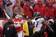 Kansas City Chiefs wide receiver Eddie Kennison (87) pulls in a one handed catch from Chiefs quarterback Damon Huard for a 40-yard gain over Jacksonville defensive back Rashean Mathis (27), in the third quarter at Arrowhead Stadium in Kansas City, Missouri, December 31, 2006.  The Chiefs beat the Jaguars 35-30.<br />