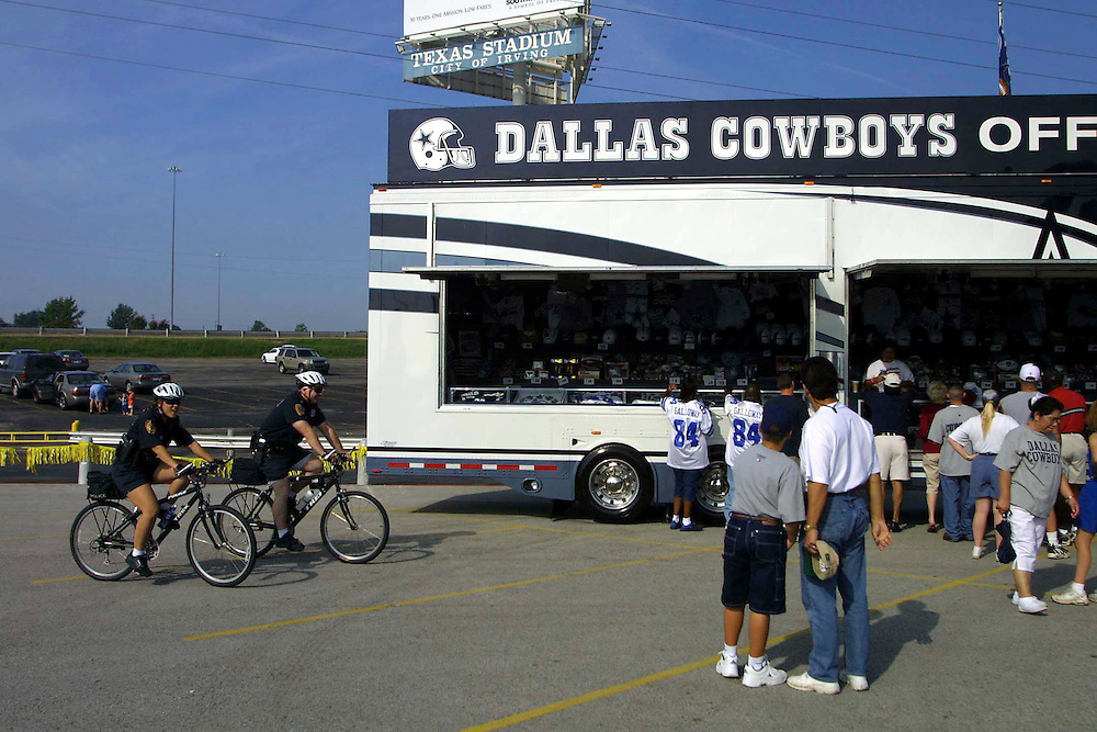 Vender outside Texas Stadium before Dallas Cowboys vs San Diego Chargers game with added security on 09/23/2001..©Wesley Hitt/NFL Photos