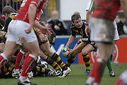 Wycombe, GREAT BRITAIN, Eoin REDDEN, looking to pass the ball, during the Heineken Cup game Wasps vs Llanelli Scarlets, at Adams Park Stadium, Bucks, 13.01.2008 [Photo, Peter Spurrier/Intersport-images]