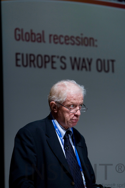DUBLIN - IRELAND - 05 NOVEMBER 2009 -- Eurofound Forum - Global recession: Europe's way out. Robert Verrue, Director General of DG EMPL, speaker at the Forum 2009.   PHOTO: ERIK LUNTANG /  INSPIRIT