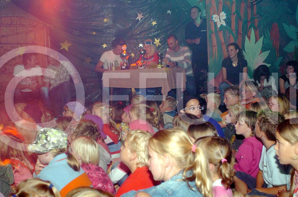 060802,rheeze,nederland,<br /> topstars in rheeze op camping de belten, de jury op de achtergrond,<br /> fotografiefrankuijlenbroek&copy;2006sanderuijlenbroek