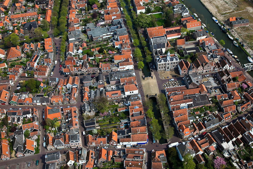 Nederland, Noord-Holland, Waterland, 28-04-2010; Edam, historische stadskern, met Dam en Voorhaven in het centrum.Edam, historical center.luchtfoto (toeslag), aerial photo (additional fee required).foto/photo Siebe Swart