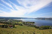 Selbusjøen og Selbu sett en godværsdag fra Åsbaret. Foto: Bente Haarstad
