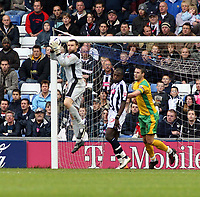 Photo: Mark Stephenson.<br /> West Bromwich Albion v Norwich City. Coca Cola Championship. 27/10/2007.Norwich's keeper David Marshall with the ball