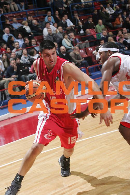 DESCRIZIONE : Milano Lega A1 2006-07 Armani Jeans Milano Whirlpool Varese <br /> GIOCATORE : Fernandez<br /> SQUADRA : Whirlpool Varese <br /> EVENTO : Campionato Lega A1 2006-2007 <br /> GARA : Armani Jeans Milano Whirlpool Varese <br /> DATA : 18/02/2007 <br /> CATEGORIA : Penetrazione <br /> SPORT : Pallacanestro <br /> AUTORE : Agenzia Ciamillo-Castoria/Fotostudio 13 <br /> Galleria : Lega Basket A1 2006-2007 <br />Fotonotizia : Milano Campionato Italiano Lega A1 2006-2007 Armani Jeans Milano Whirlpool Varese <br />Predefinita :