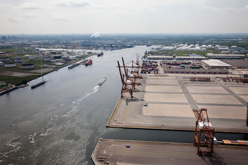 Nederland, Amsterdam, Westpoort, 25-05-2010. Amerikahaven met Ceres Paragon container terminal, gelegen aan het Noorzeekanaal.luchtfoto (toeslag), aerial photo (additional fee required).foto/photo Siebe Swart