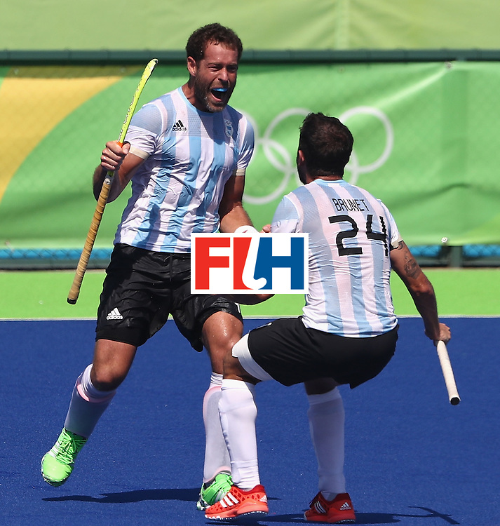RIO DE JANEIRO, BRAZIL - AUGUST 14:  Juan Gilardi (L) of Argentina celebrates with team mate Manuel Brunet after scoring a late match winning penalty during the Men's hockey quarter final match between Spain and Argentina on Day 9 of the Rio 2016 Olympic Games at the Olympic Hockey Centre on August 14, 2016 in Rio de Janeiro, Brazil.  (Photo by David Rogers/Getty Images)