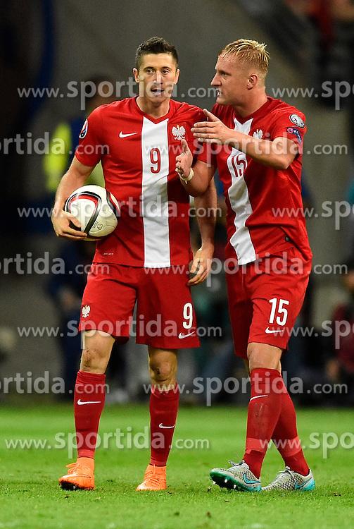 04.09.2015, Commerzbank Arena, Frankfurt, GER, UEFA Euro Qualifikation, Deutschland vs Polen, Gruppe D, im Bild TOR zum 1:2 durch Robert Lewandowski (POL) (links) mit Kamil Glik (POL) (rechts) im Gespraech // during the UEFA EURO 2016 qualifier Group D match between Germany and Poland at the Commerzbank Arena in Frankfurt, Germany on 2015/09/04. EXPA Pictures &copy; 2015, PhotoCredit: EXPA/ Eibner-Pressefoto/ Weber<br /> <br /> *****ATTENTION - OUT of GER*****