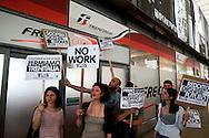 Roma, 1 Maggio 2012.Primo maggio. Studenti, precari e disoccupati picchettano i negozi aperti alla stazione Termini nel giorno della Festa dei Lavoratori, e protestano contro l'austerity e i sacrifici. Picchettaggio al  Freccia Club