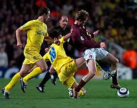 Photo: Alan Crowhurst.<br />Arsenal v Villarreal. UEFA Champions League. Semi-Final, 1st Leg. 19/04/2006. Alexander Hleb  (r) challenged by Quique Alvarez (c).