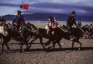 Mongolia. Nadaam in  dalanzadgad (Gobi desert). Horse race for kids. parents go a part of the way with the young horsemen.   /  A dalanzadgad dans le désert de Gobi les parents accompagnent les jeunes cavaliers vers le point de départ de la course du Naadam  /  R33/52     /  P0000542
