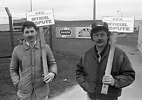 Protest outside Bolands Mill, Dublin 16/03/1987 (Part of the Independent Newspapers Ireland/NLI Collection).