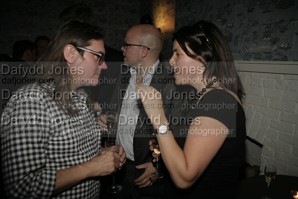Stephen Wooley, Toby young and Kirstie Allsop The Sound of No Hands Clapping. Toby Young book launch. High Road House. Chiswick, London. 11 September 2006. ONE TIME USE ONLY - DO NOT ARCHIVE  © Copyright Photograph by Dafydd Jones 66 Stockwell Park Rd. London SW9 0DA Tel 020 7733 0108 www.dafjones.com