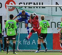 Fotball Playoff til Tippeligaen Ranheim - Sarpsborg 08<br /> 16 november 2013<br /> DnB Nor Arena, Trondheim <br /> <br /> Karl Morten Eek, Ranheim, er farlig frampå foran Sarpsborg 08's keeper Duwayne Oriel Kerr<br /> <br /> Foto : Arve Johnsen, Digitalsport