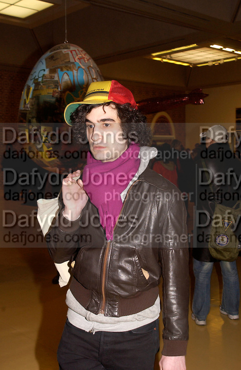 Nicky Verver, In-A Gadda-Da-Vidda, Tate Gallery. 2 March 2004. ONE TIME USE ONLY - DO NOT ARCHIVE  © Copyright Photograph by Dafydd Jones 66 Stockwell Park Rd. London SW9 0DA Tel 020 7733 0108 www.dafjones.com