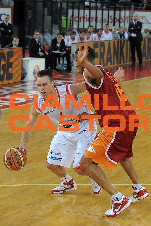 DESCRIZIONE : Roma Lega A 2009-10 Lottomatica Virtus Roma Banca Tercas Teramo <br /> GIOCATORE : Ryan Hoover<br /> SQUADRA : Banca Tercas Teramo <br /> EVENTO : Campionato Lega A 2009-2010 <br /> GARA : Lottomatica Virtus Roma Banca Tercas Teramo<br /> DATA : 13/12/2009<br /> CATEGORIA : Palleggio<br /> SPORT : Pallacanestro <br /> AUTORE : Agenzia Ciamillo-Castoria/G.Vannicelli<br /> Galleria : Lega Basket A 2009-2010 <br /> Fotonotizia : Roma Campionato Italiano Lega A 2009-2010 Lottomatica Virtus Roma Banca Tercas Teramo <br /> Predefinita :