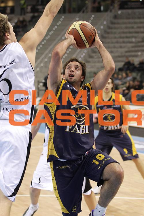 DESCRIZIONE : Torino Coppa Italia Final Eight 2011 Quarti di Finale Fabi Shoes Montegranaro Canadian Solar Virtus Bologna<br /> GIOCATORE : Daniele Cavaliero<br /> SQUADRA : Fabi Shoes Montegranaro<br /> EVENTO : Agos Ducato Basket Coppa Italia Final Eight 2011<br /> GARA : Fabi Shoes Montegranaro Canadian Solar Virtus Bologna<br /> DATA : 10/02/2011<br /> CATEGORIA : tiro penetrazione<br /> SPORT : Pallacanestro<br /> AUTORE : Agenzia Ciamillo-Castoria/C.De Massis<br /> Galleria : Final Eight Coppa Italia 2011<br /> Fotonotizia : Torino Coppa Italia Final Eight 2011 Quarti di Finale Fabi Shoes Montegranaro Canadian Solar Virtus Bologna<br /> Predefinita :