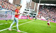 16-08-2017: Voetbal: FC Utrecht v Zenit Sint Petersburg: Utrecht<br /> <br /> (L-R) Daphne Schippers wordt bij aanvang van het duel in voorronde Europa League tussen FC Utrecht en FK Zenit St Petersburg op 16 augustus in stadion Galgenwaard in Utrecht gehuldigd voor haar gouden plak op het WK in Londen<br /> <br /> Voorronde Europa League (UEFA) - Seizoen 2017 / 2018<br /> <br /> Foto: Gertjan Kooij