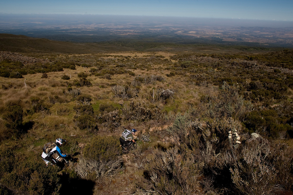 Location: Mont Kenya (Kenya) Urge Kenya 09/ The ultimate Mountain Bike gravity adventure at Mont-Kenya Athlete: Rene Wildhaber and Darren Berrecloth training on the race track between between Old Moses camp (altitude 3300 meters) and Shipton Camps (altitude 4200 meters)