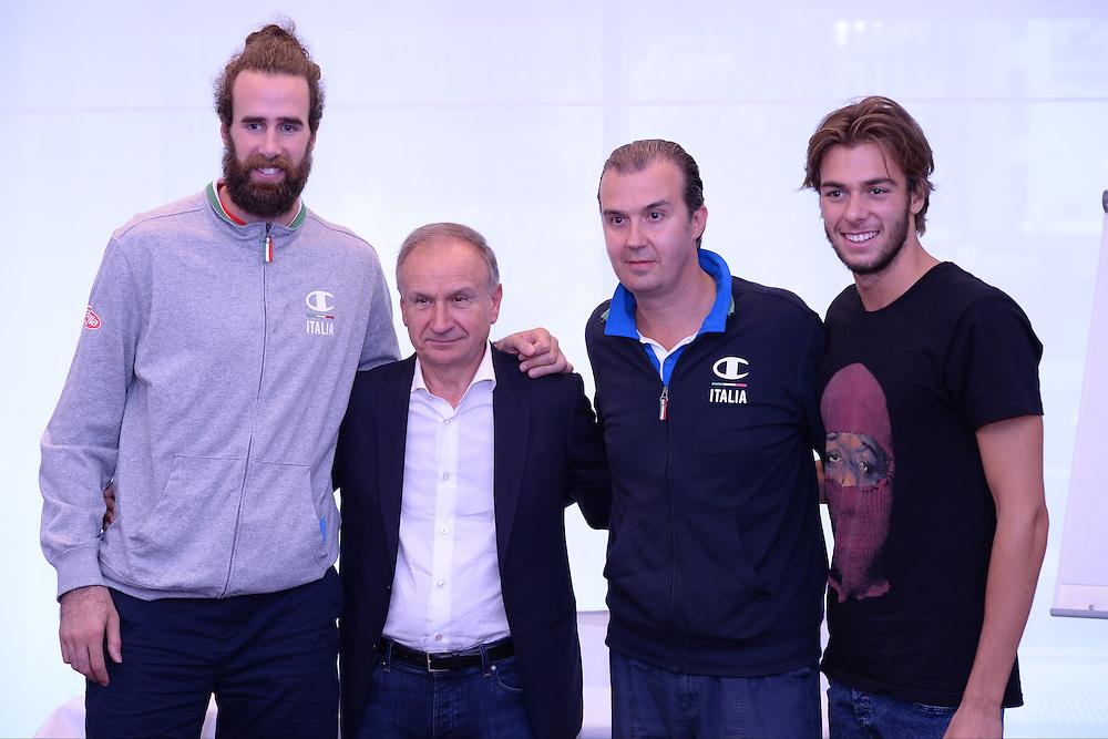 DESCRIZIONE: Berlino EuroBasket 2015 - Allenamento<br /> GIOCATORE: Gianni Petrucci Giorgio Paltrinieri Luigi Datome Simone Pianigiani<br /> CATEGORIA: Conferenza Stampa<br /> SQUADRA: Italia Italy<br /> EVENTO:  EuroBasket 2015 <br /> GARA: Berlino EuroBasket 2015 - Allenamento<br /> DATA: 04-09-2015<br /> SPORT: Pallacanestro<br /> AUTORE: Agenzia Ciamillo-Castoria/M.Longo<br /> GALLERIA: FIP Nazionali 2015<br /> FOTONOTIZIA: Berlino EuroBasket 2015 - Allenamento